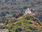 kerk van de Heilige Maria op een groenrijk heuveltje in Karlovassi - Eiland Samos - Foto van De Griekse Gids